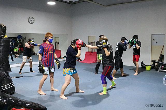 明日23日(水)からキックボクシング初心者クラス再開します!