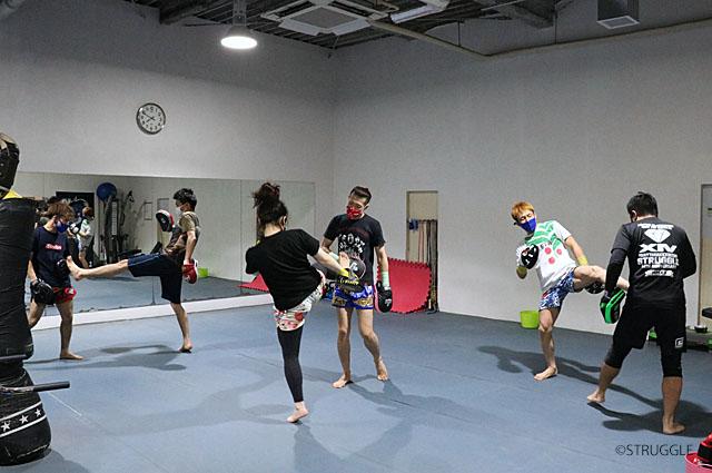 キックボクシング初心者クラスのテーマは、皆で楽しく動いて上手くなる!