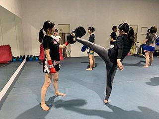 ▲女性専用の練習道具、男女別更衣室も完備!