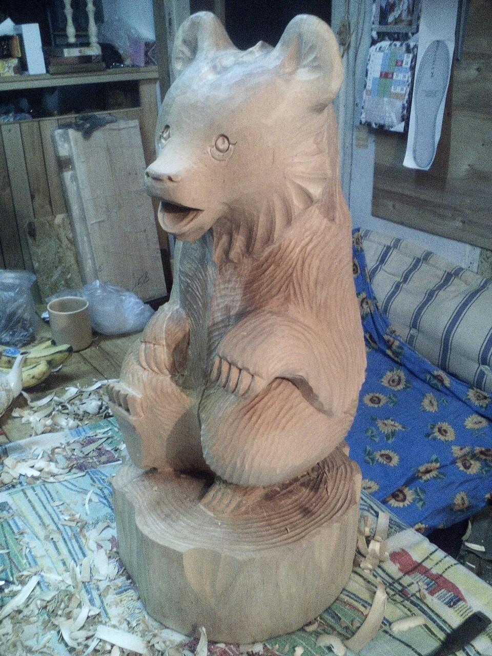"""Медведь """"поющий"""".  Дерево берёза."""