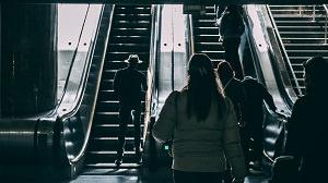 Rolltreppe - die geeignete Meditationsform