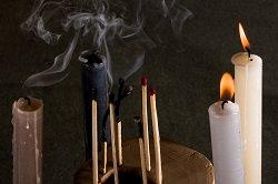 Kerzen und Streichhölzer