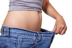Schlabbrige Hose und dünnerer Bauch
