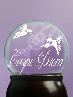 Glaskugel mit carpe diem Aufschrift