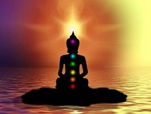 Meditierender Körper mit Chakren - Schattenbild