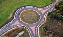 Kreisverkehr am Tag