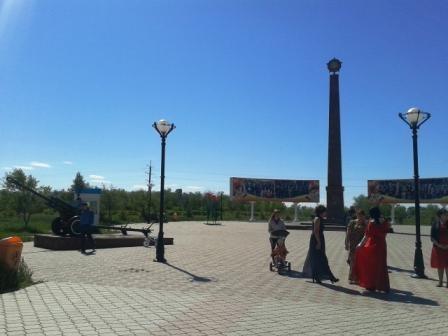 Центральная стелла парка, увенчанная звездой