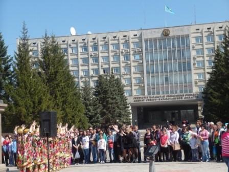 1 Мая. У областного акимата