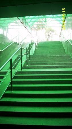 Зелёный свет надежды  на лестнице судьбы. (Подземный переход)