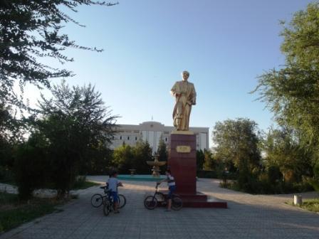 Памятник Фараби