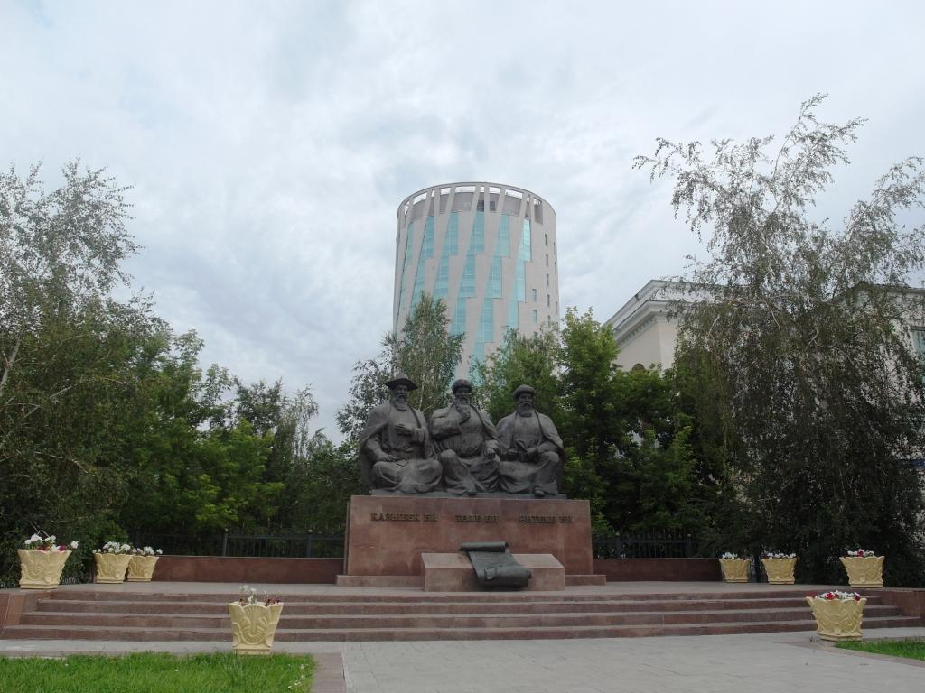 Памятник трём биям