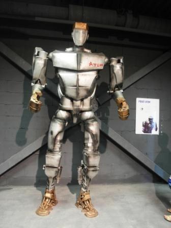 Робот Атом