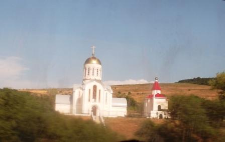 На пути в дельфинарий. Церковь в Варваровке