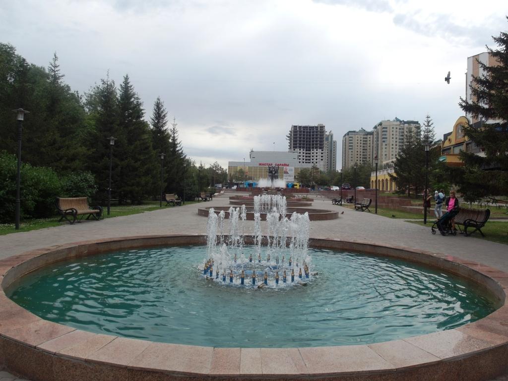 Свернула на улицу Омарова полюбоваться фонтанами