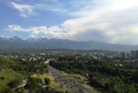 Алматы. Небо над городом и и горами