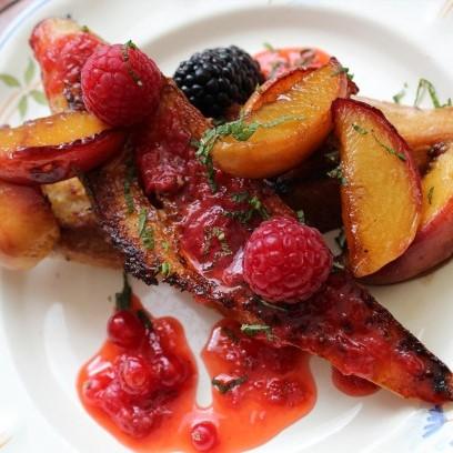 Pain perdu aux fruits rouges et pêches, un délice d'été pour un vrai régal simple à faire...