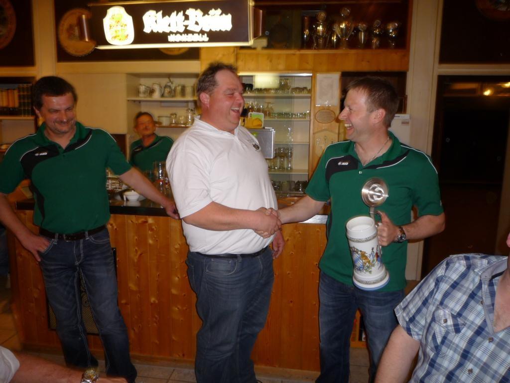 Gratulation den Siegern, von Vorstand Christian Gruber
