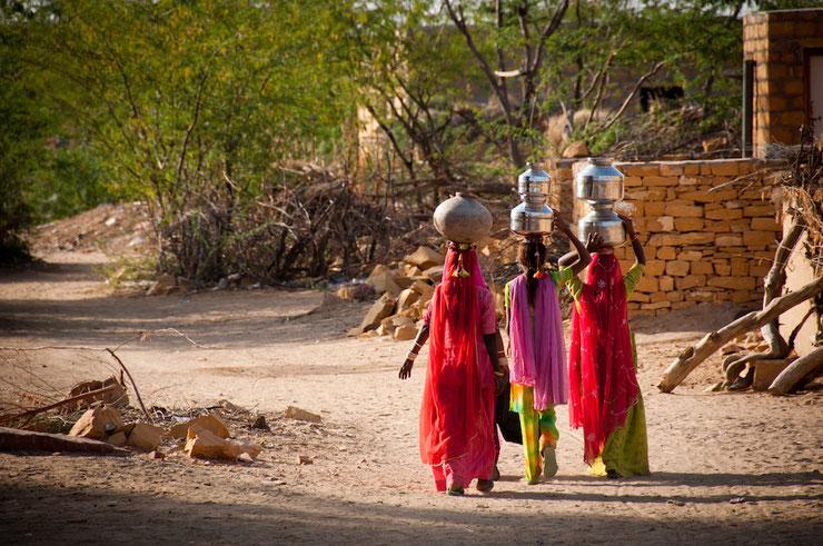 Indiennes. L'association humanitaire Gurukul leur offre une formation professionnelle en couture. Le but est de leur donner un revenu et d'empêcher un mariage arrangé précoce.