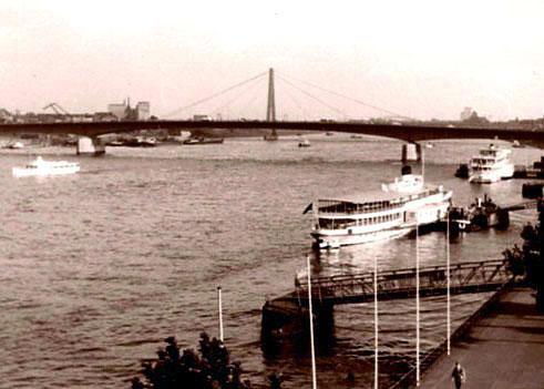 vor mir die Deutz-Brücke von Köln