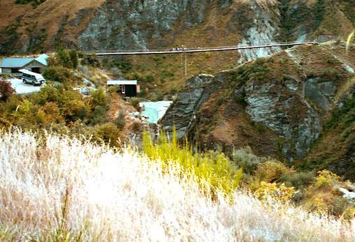 Bungy-Jumping auf der 102 m hohen Pipeline Bridge