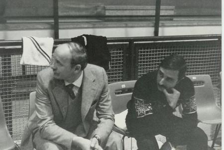 Pallavolo Novara serie B1 1986 - In panchina il dirigente Signorelli e l'allenatore Barbagallo.