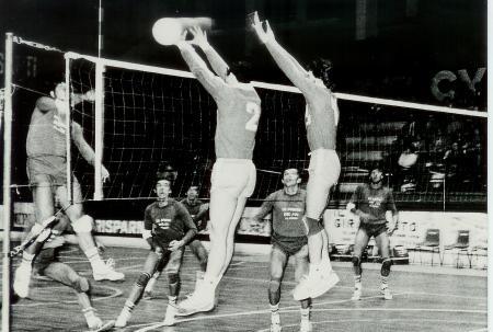 Pallavolo Novara serie B1 1986 - A muro Bedana 10 e Kusmanov 2