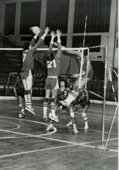Pallavolo Novara serie B1 1986 - A muro: Rizzoli 21 e Silva 7