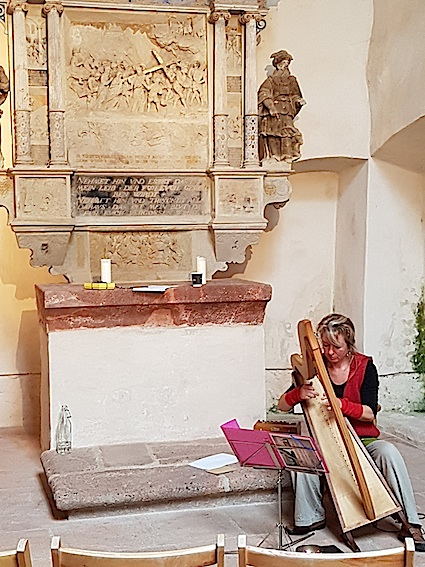 Donatella Abate   mit der Harfe