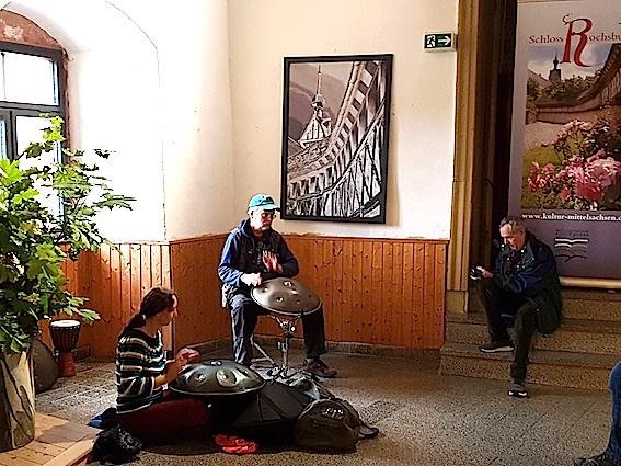 Manfred Hauck  beim Hangspiel im Foyer