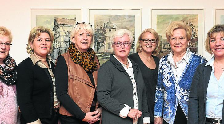 Der Vorstand der Frauen Union Hünfeld (von links): Maria Blum, Ana-Maria Casado Garcia-Becker, Martina Sauerbier, CDU-Ehrenstadtverbandsvorsitzende Friederike Lang, Caudia Heim, Waltraud Tiedemann sowie Karin Grosch. Es fehlt Rosemarie Quell