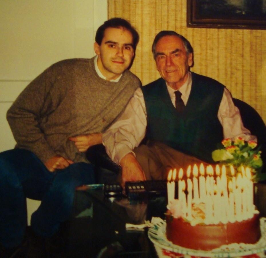 Traimer mit der obligaten Sacher-Torte zum Geburtstag (um 1995).