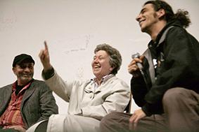 Ute Bock mit Houchang Allahyari und dessen Sohn Tom-Dariush bei der Vorpremiere des Films Bock for President (2009) Foto: Manfred Werner - Tsui Wikipedia