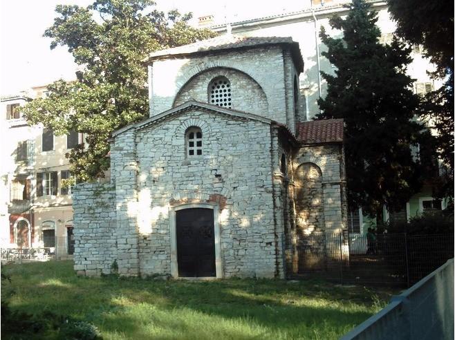 l'église de Ste Marie de Formose et ses vestiges romains à 50 m de votre apt