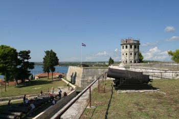 la forteresse du Kastel point le plus haut de la ville...