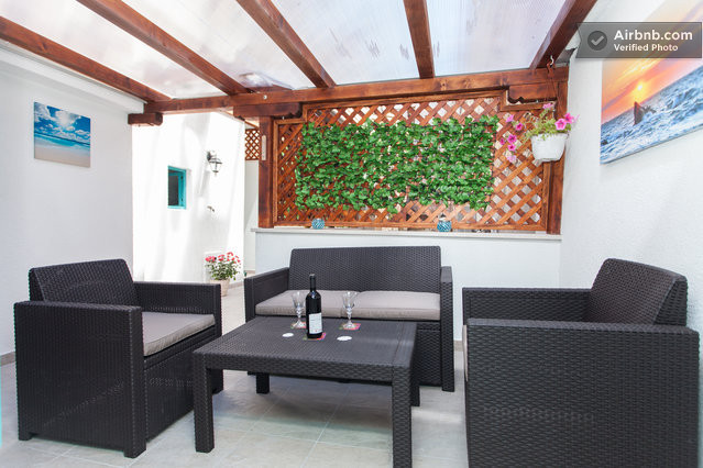 Your private and covered terrasse in the very heart of Pula!