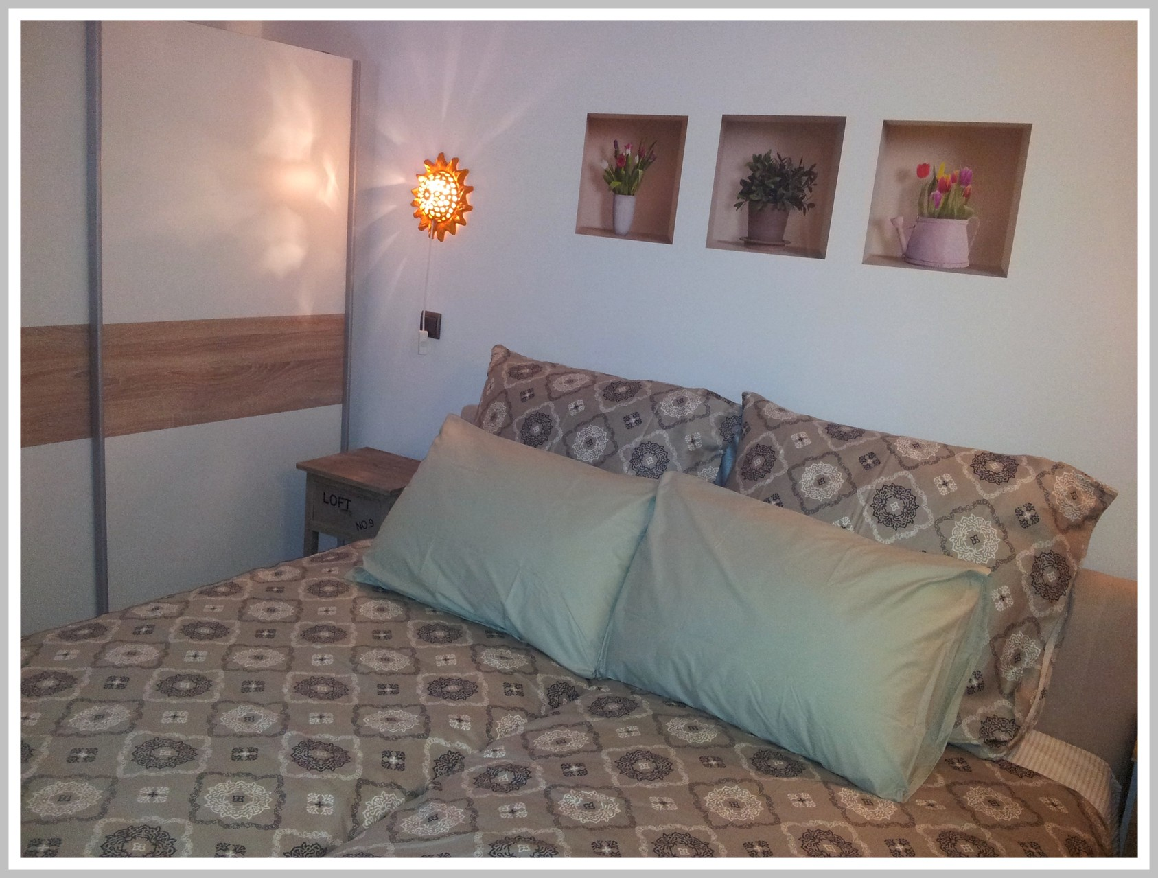 Votre Chambre à coucher avec grande armoire et coffre fort