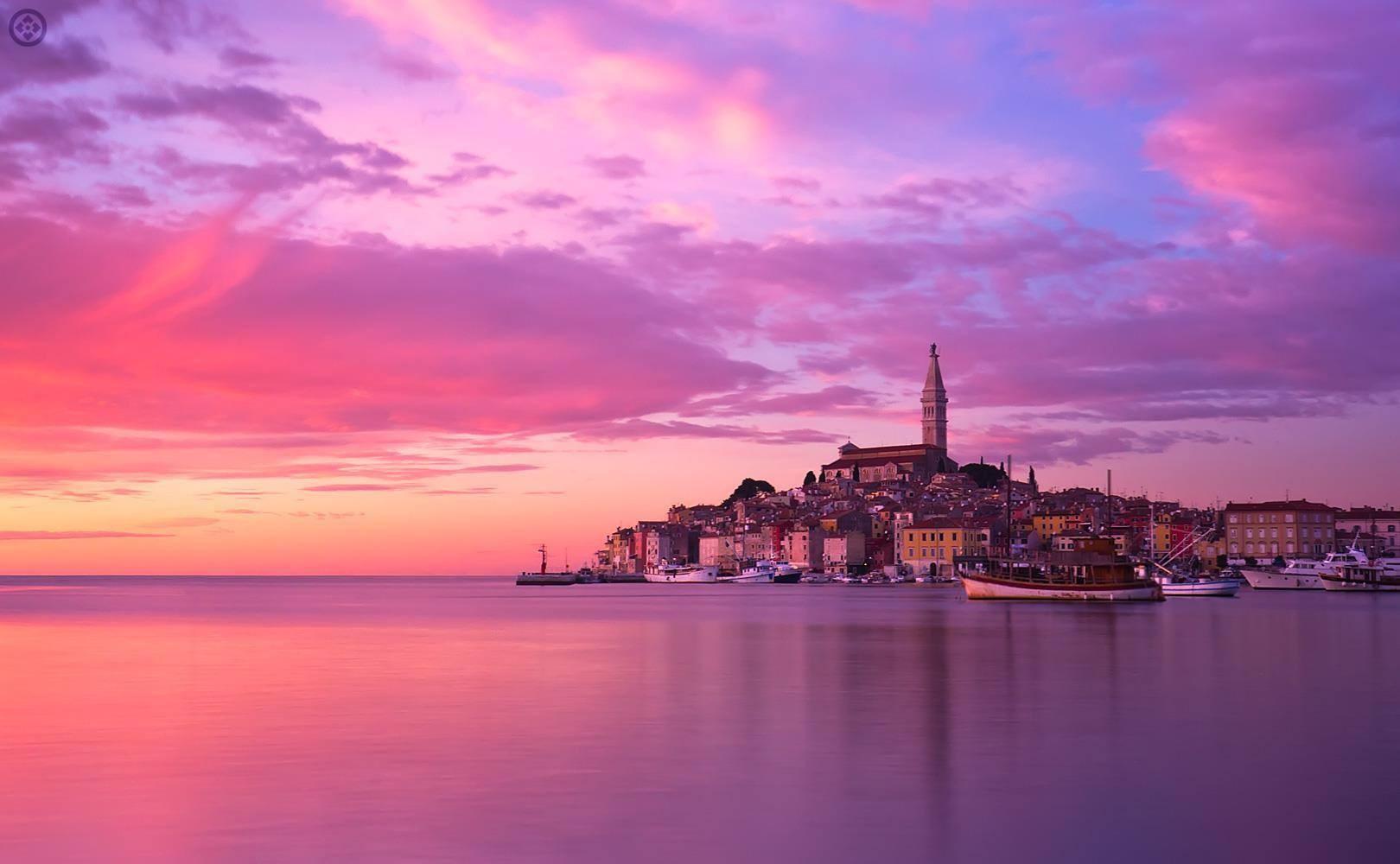 Rovinj la perle de l' Istrie...Must see! Visitez  Rovinj en bateau depuis la riva de Pula...