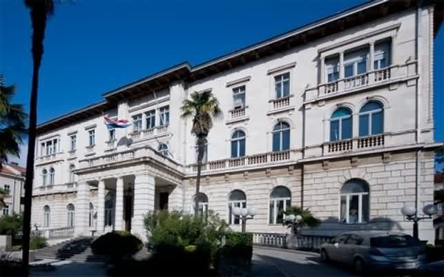 The Marine Casino 50 m away of your flat visit it and take a pint at the nice terrasse outside..