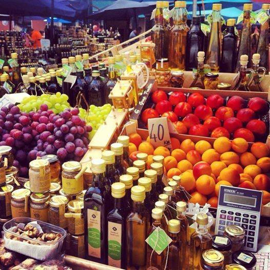Dégustations gratuites le samedi matin au marché central de Pula à 300m de votre appartement...