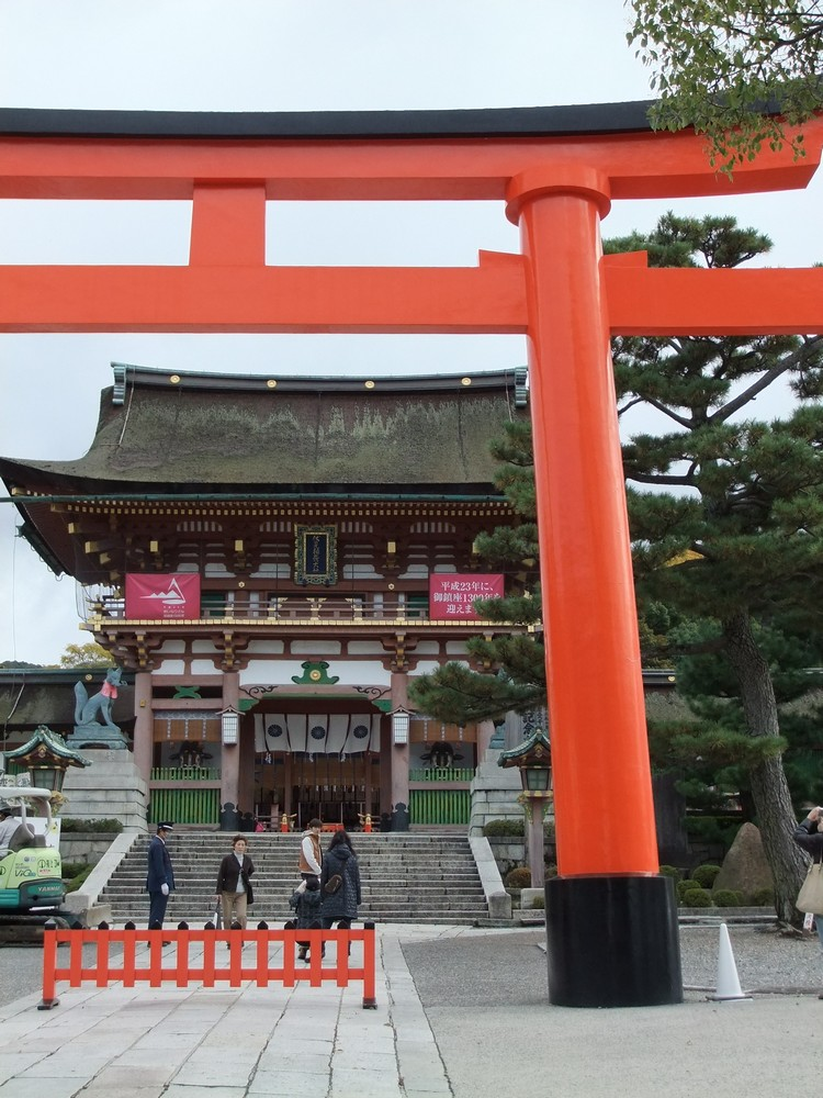 La porte d'entrée du sanctuaire Fushimi Inari Taisha