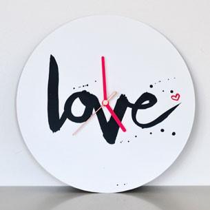 """Wanduhr mit Schriftzug """"love"""" kaufen"""