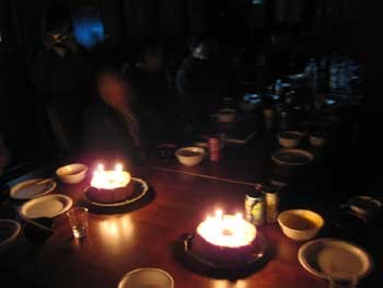 ささやかでも心温まる手作りケーキでお祝いです