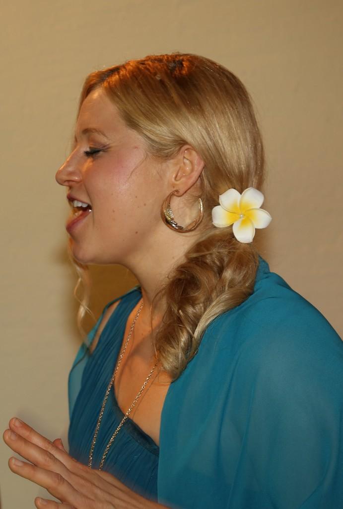 Mièl (Melanie Dotzler) Sängerin Gesang zur Hochzeit Taufe Beerdigung München Bayern www.mielmusic.com