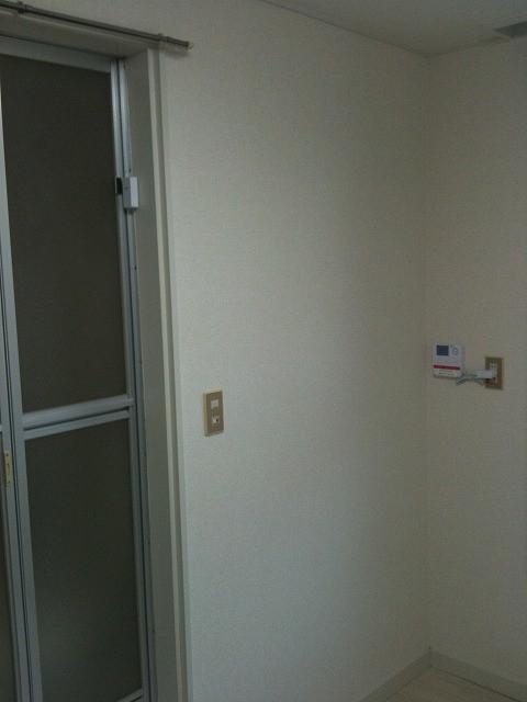 扉の形状(アコーディオン、引き戸、3点ユニット)などにより、取付位置が変わります。