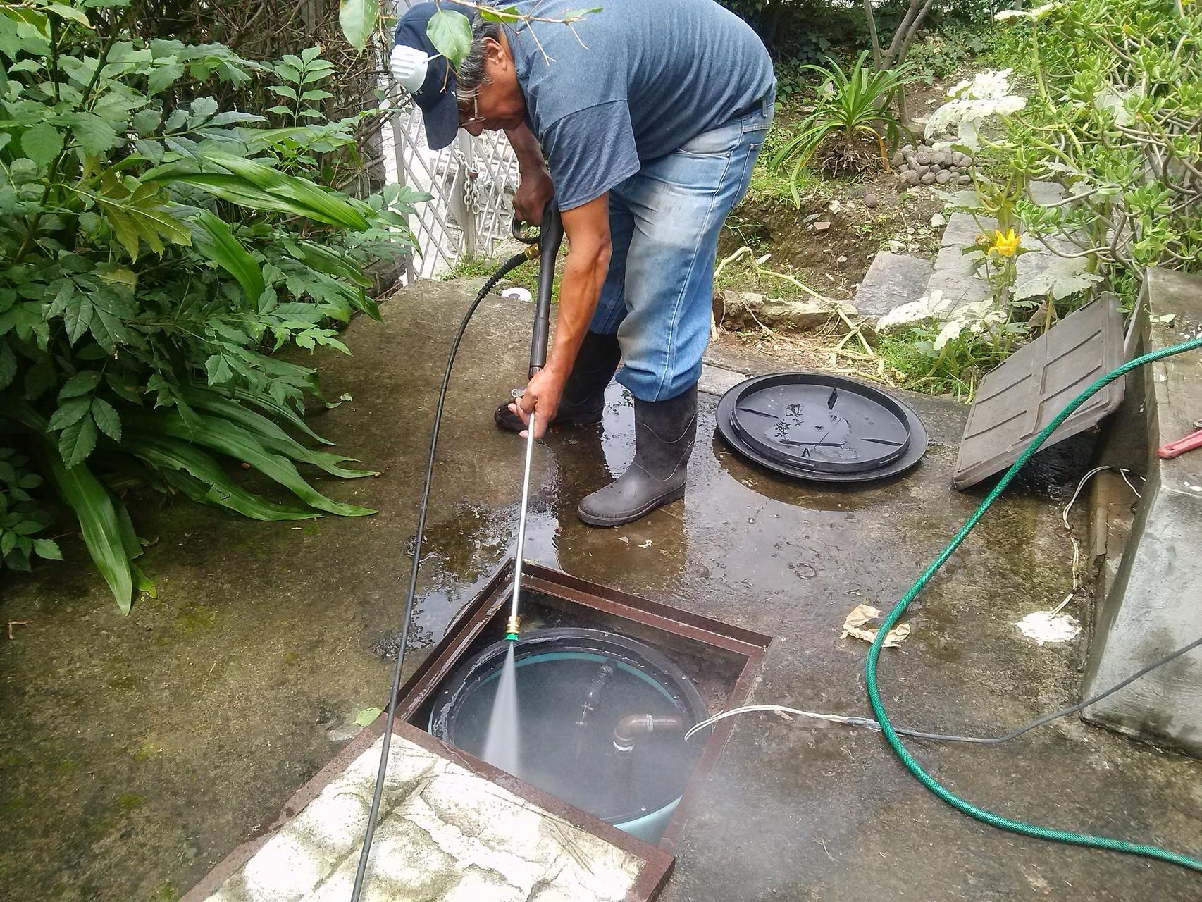 Lavado y desinfección de de cisternas.