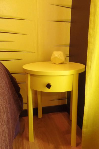 Table de nuit de la superbe chambre Hirondelle
