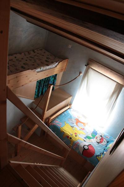 """1er et second niveaux avec le lit """"bateau"""" de 90x210"""