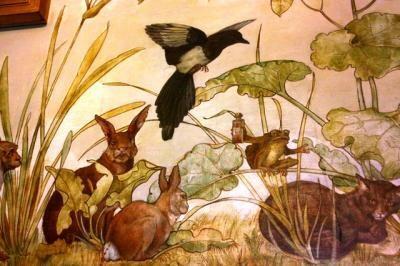 壁や天井には動物の絵が