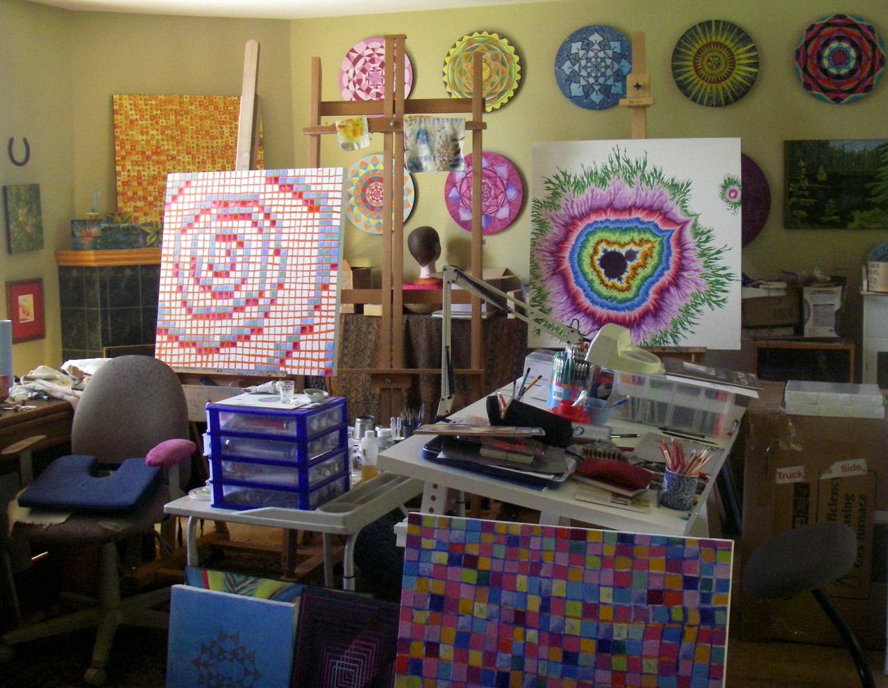 ... this is where I paint... in my 'living room' (July 2013)