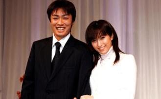 和田毅(福岡ソフトバンクホークス)×仲根かすみ(元グラビアアイドル)夫婦